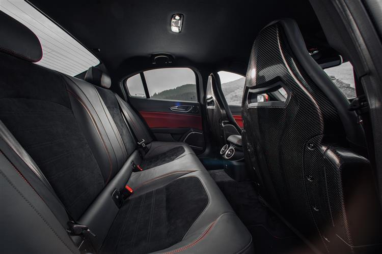 Alfa Romeo Giulia 2.9 V6 BiTurbo Quadrifoglio 4dr Auto image 7