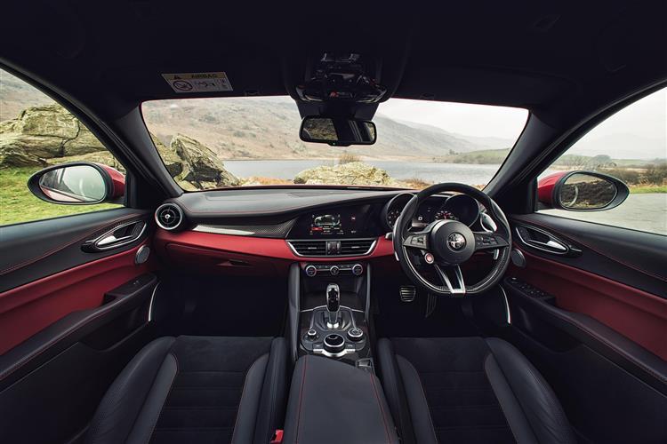 Alfa Romeo Giulia 2.9 V6 BiTurbo Quadrifoglio 4dr Auto image 8