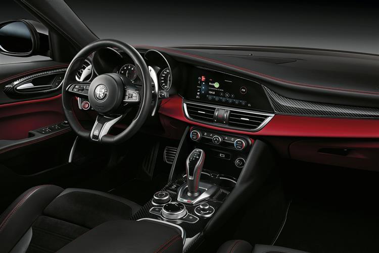 Alfa Romeo Giulia 2.9 V6 BiTurbo Quadrifoglio 4dr Auto image 9