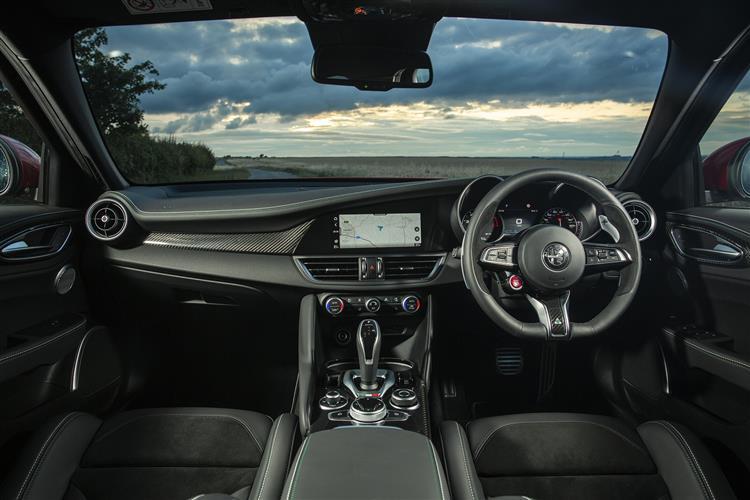 Alfa Romeo Giulia 2.9 V6 BiTurbo Quadrifoglio 4dr Auto image 6