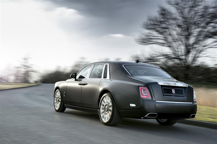 Rolls-Royce Phantom Extended Wheelbase - A new benchmark in space and luxury image 2