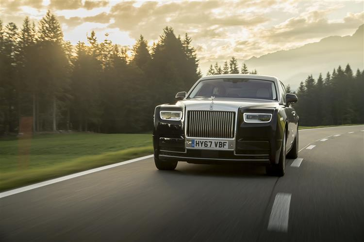 Rolls-Royce Phantom Extended Wheelbase - A new benchmark in space and luxury image 3