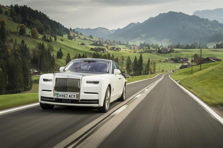 Rolls-Royce Phantom Extended Wheelbase - A new benchmark in space and luxury image 4