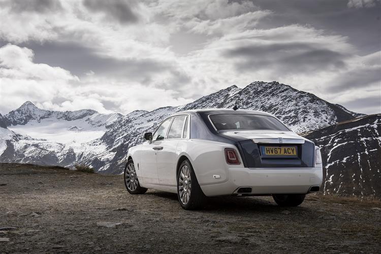Rolls-Royce Phantom Extended Wheelbase - A new benchmark in space and luxury image 5