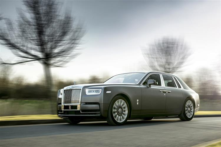 Rolls-Royce Phantom Extended Wheelbase - A new benchmark in space and luxury image 6
