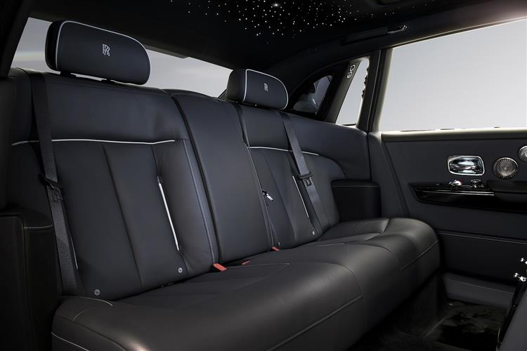 Rolls-Royce Phantom Extended Wheelbase - A new benchmark in space and luxury image 7