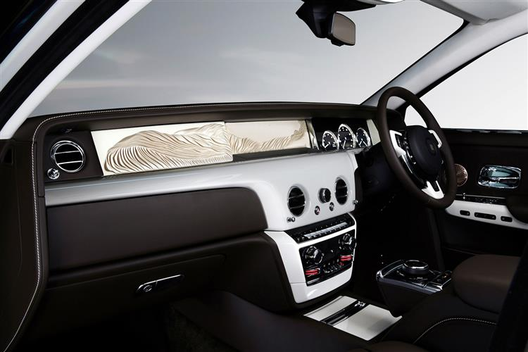Rolls-Royce Phantom Extended Wheelbase - A new benchmark in space and luxury image 8