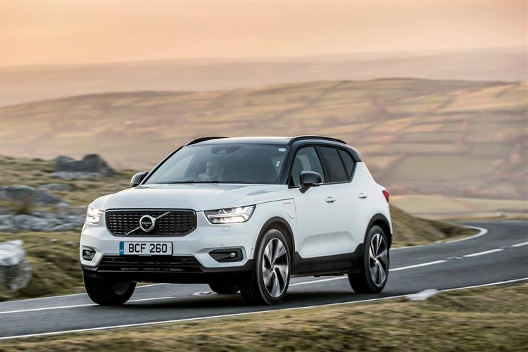 Volvo XC40 T3 Momentum FWD Manual image 2