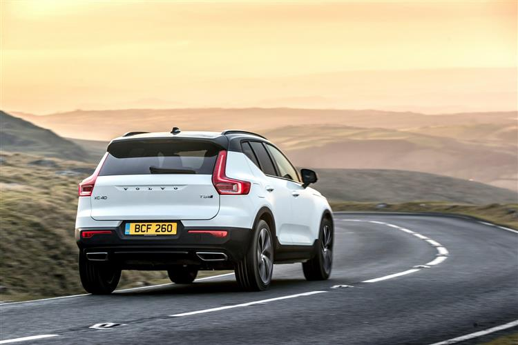 Volvo XC40 T3 Momentum FWD Manual image 3