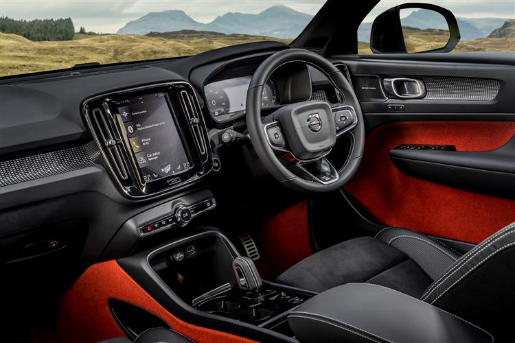 Volvo XC40 T3 Momentum FWD Manual image 5