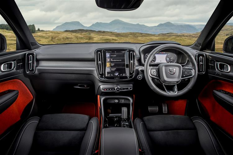 Volvo XC40 T3 Momentum FWD Manual image 8
