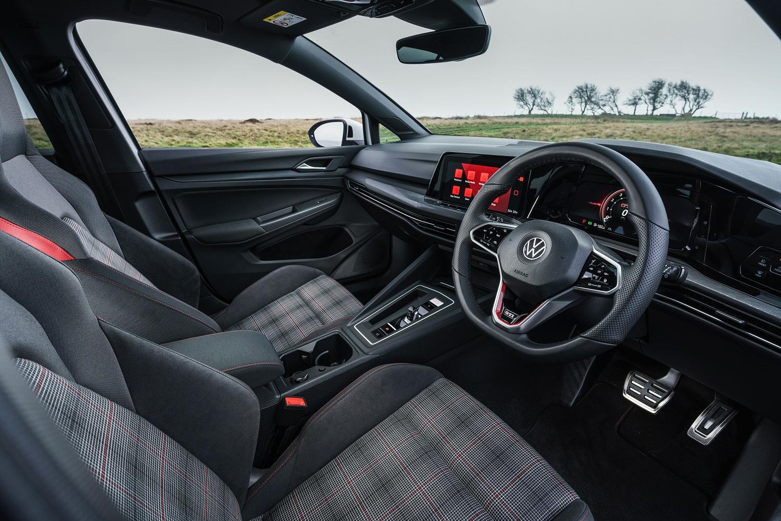 Volkswagen Golf 8 GTI 2.0 TSI 245PS 7-speed DSG 5 Dr + 19inch ALLOYS/DCC/WINTER PACK