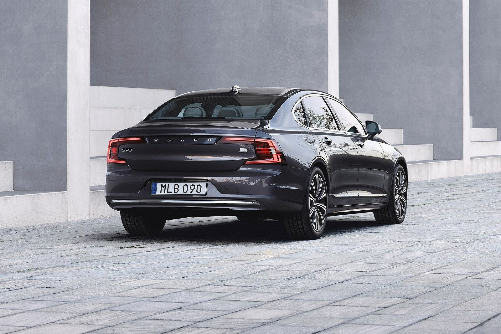 VOLVO S90 SALOON 2.0 T8 Recharge PHEV R DESIGN 4dr AWD Auto