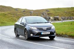 New Toyota Avensis (2011 - 2015) review