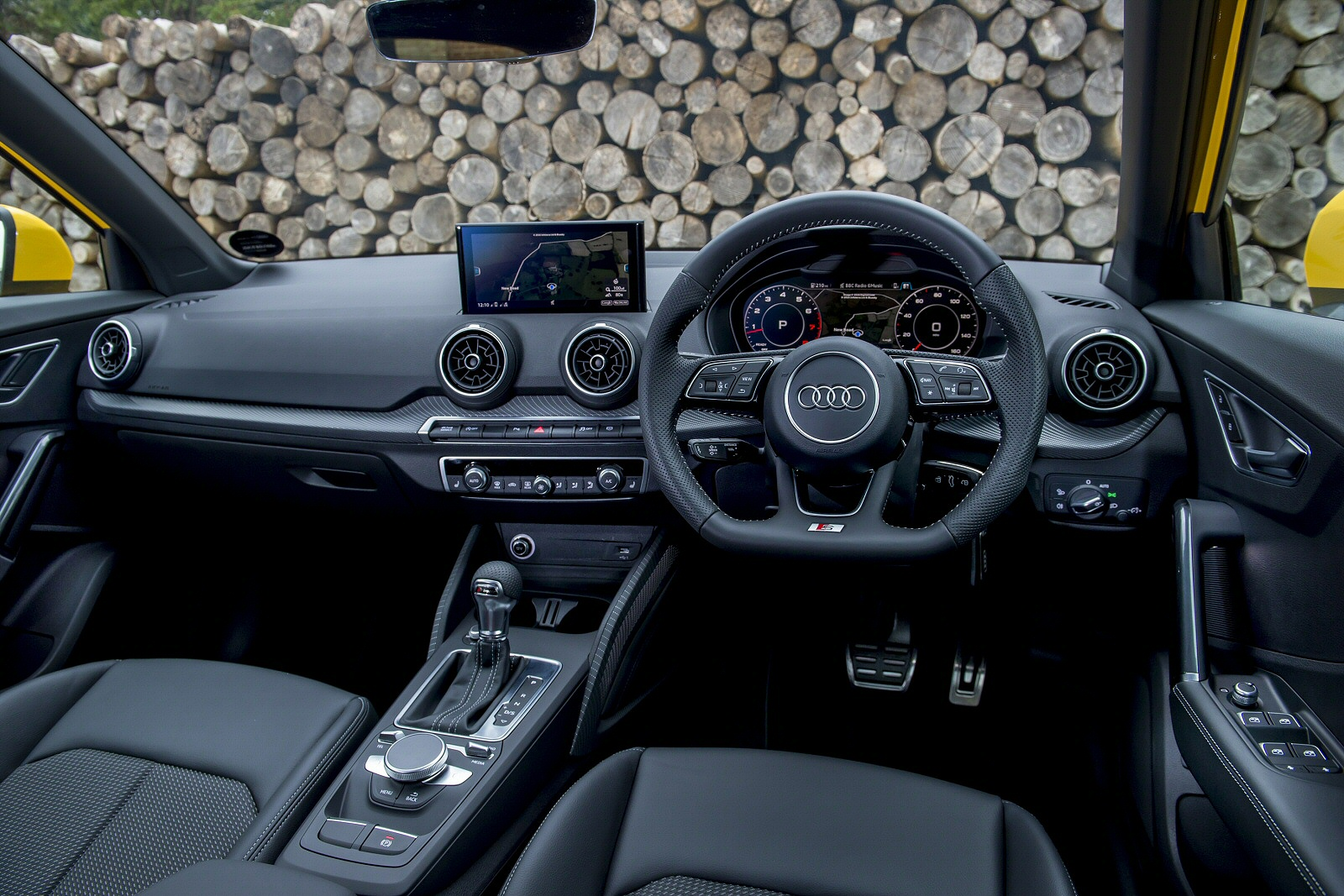 a crossover of quality audi q2 1 4 tfsi independent new review ref 1320 11449. Black Bedroom Furniture Sets. Home Design Ideas