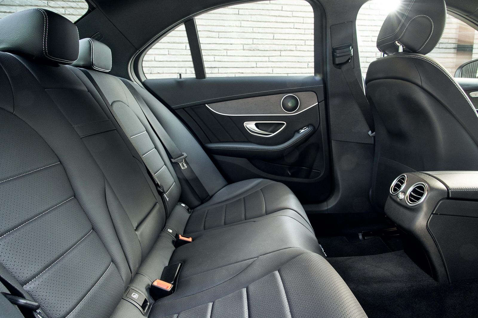 MercedesCClass0318Int(3)