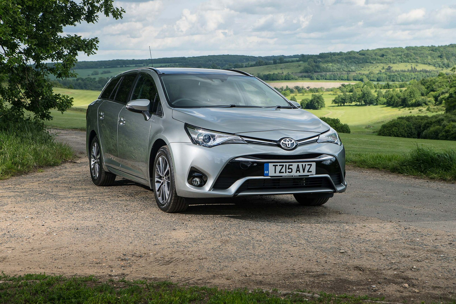 middle of the load toyota avensis touring sports independent new review ref 139 10894. Black Bedroom Furniture Sets. Home Design Ideas