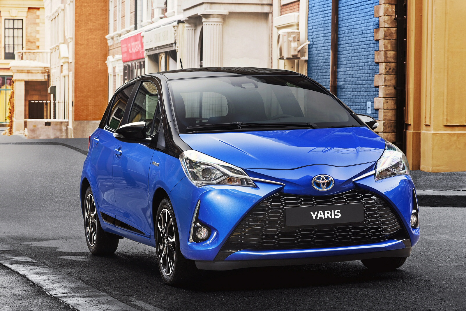 BATTERY UP  Toyota Yaris Hybrid Independent New Review Ref550