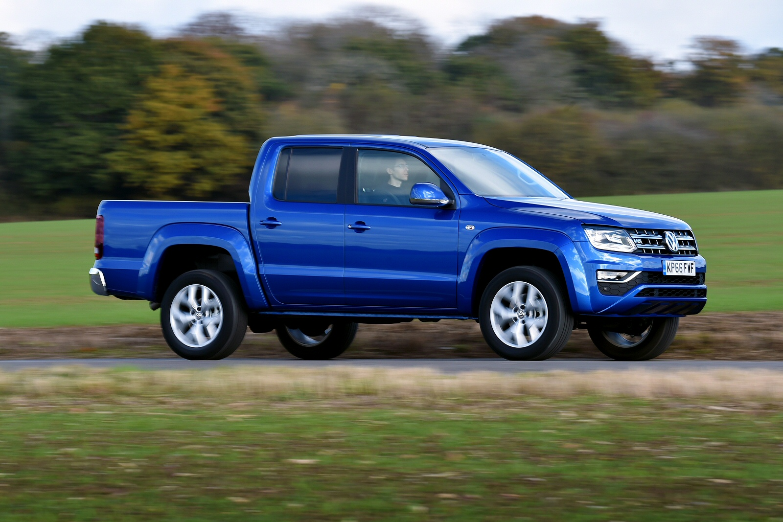 volkswagen amarok pickup video review. Black Bedroom Furniture Sets. Home Design Ideas
