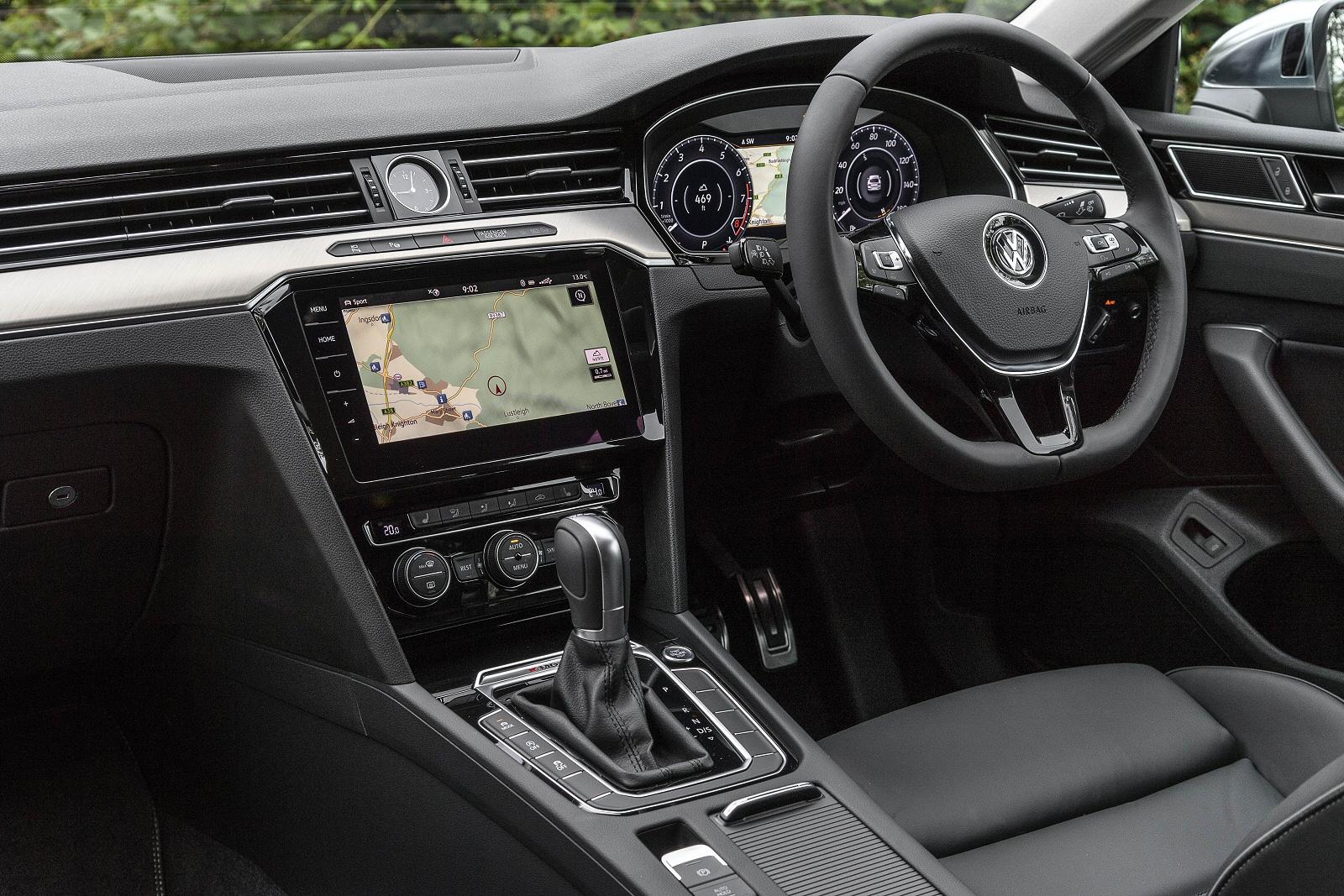 VolkswagenArteon0617Int