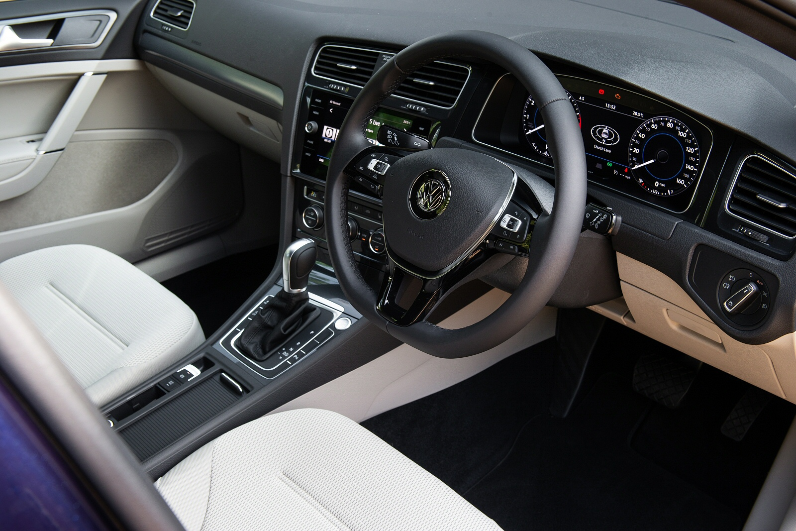 VolkswagenGolf0119Int(2)