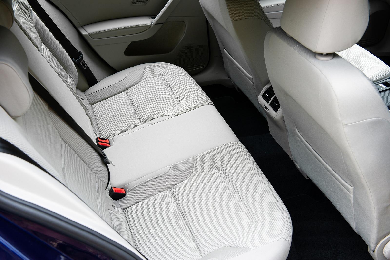 VolkswagenGolf0119Int(3)