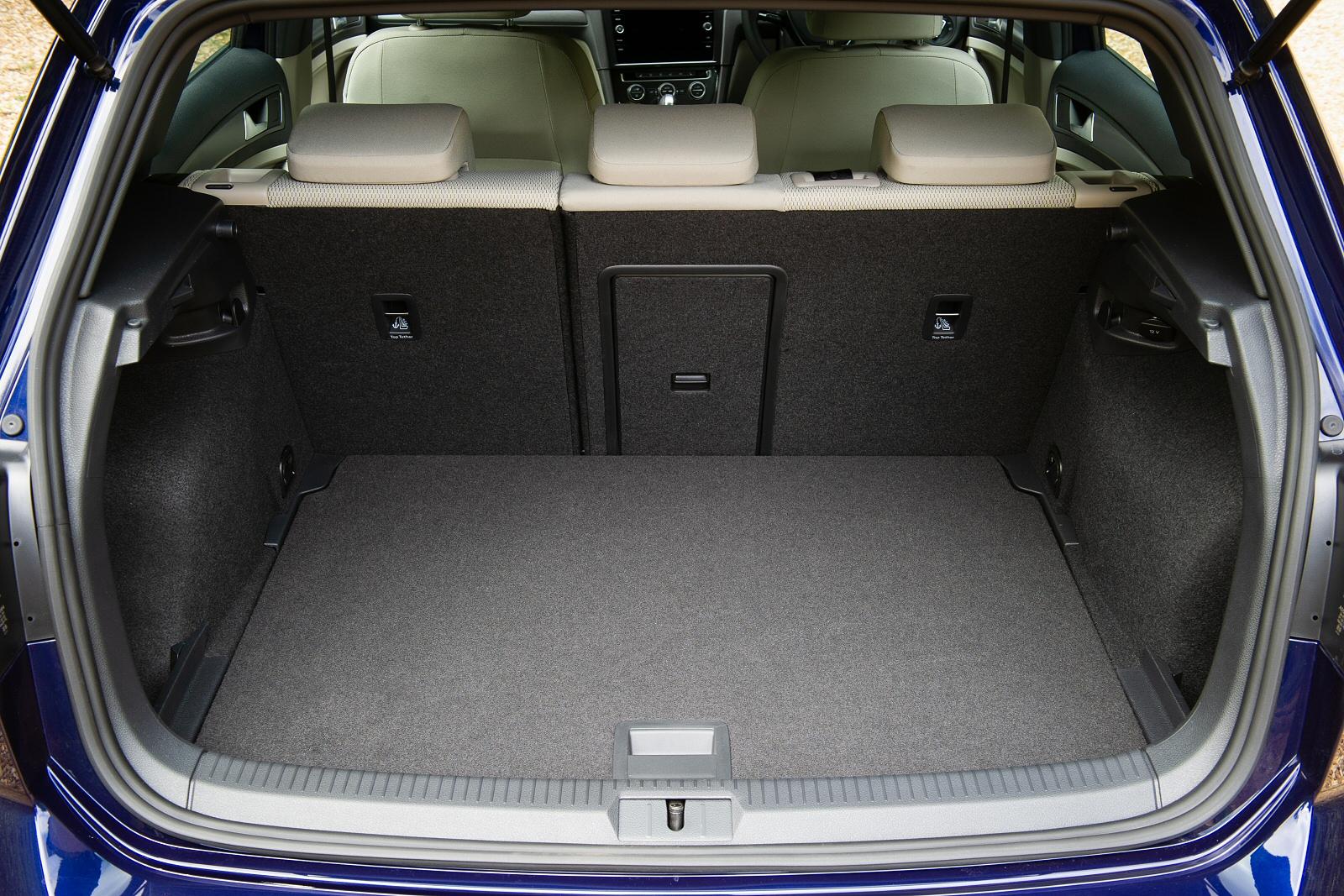 VolkswagenGolf0119Int(4)