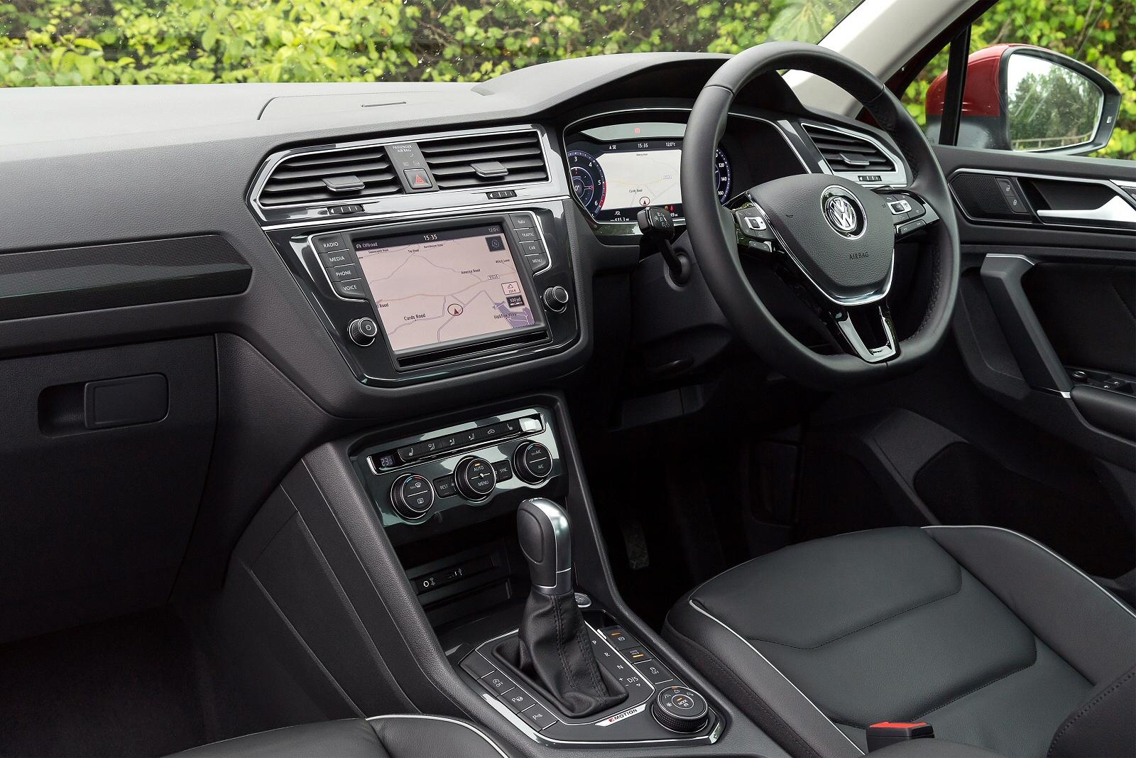 VolkswagenTiguan0316Int