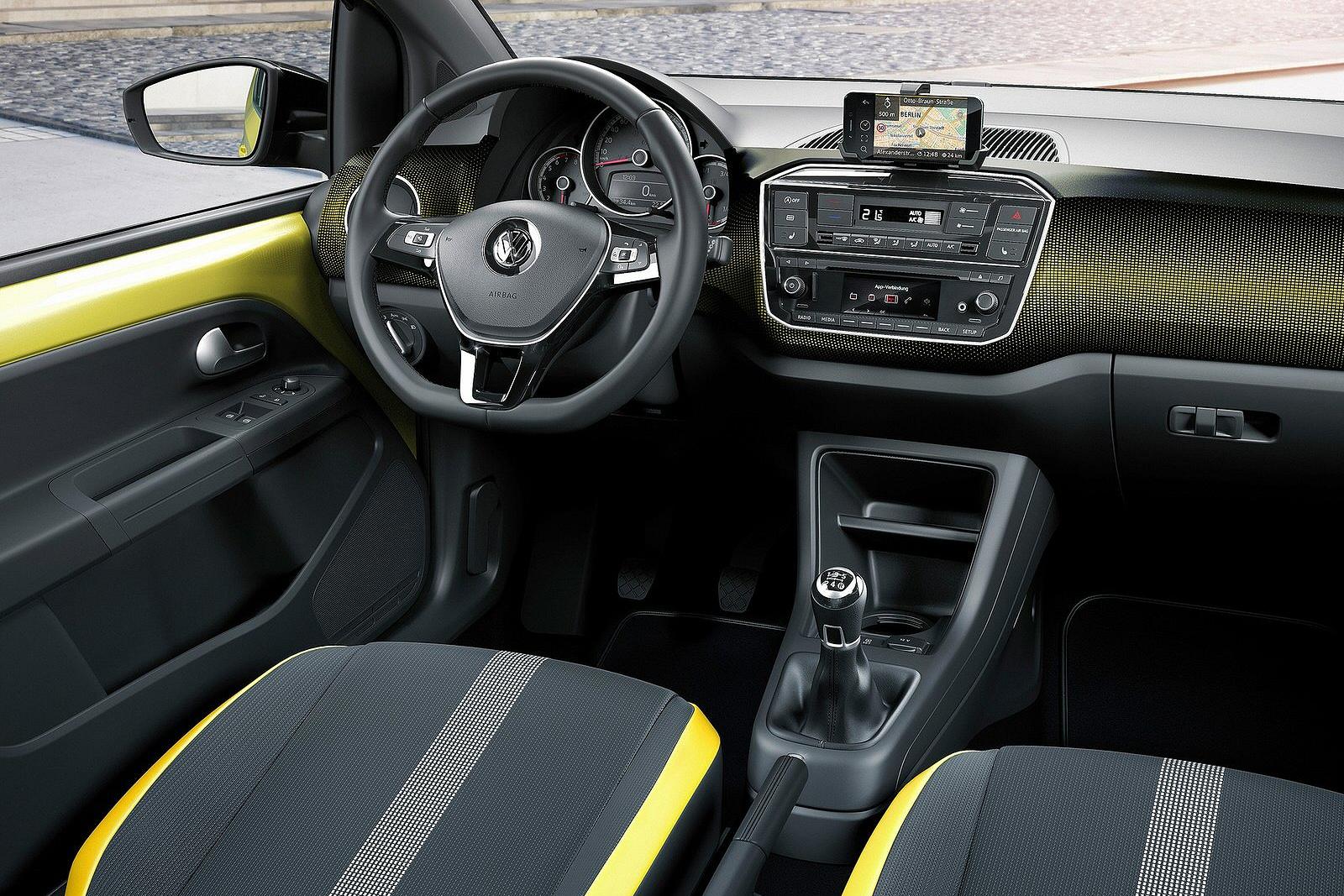 VolkswagenUp0216Int