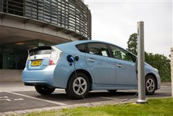 New Toyota Prius Plug-In (2012 - 2015) review