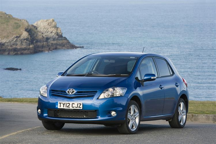 New Toyota Auris (2010 - 2013) review