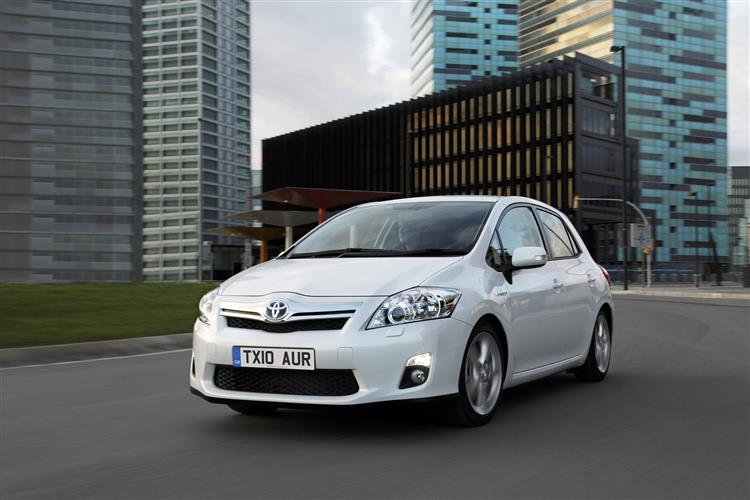 New Toyota Auris Hybrid (2010 - 2013) review