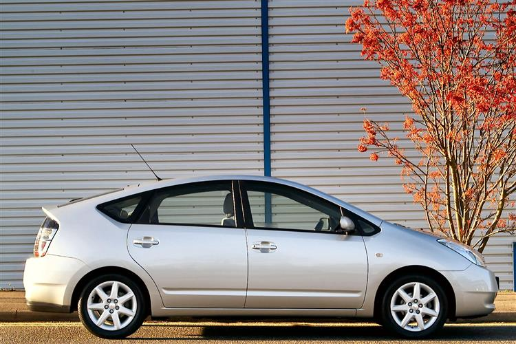 New Toyota Prius (2003 - 2009) review